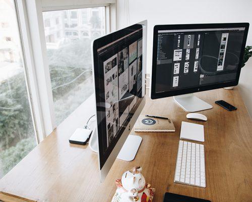apple-computer-desk-326511